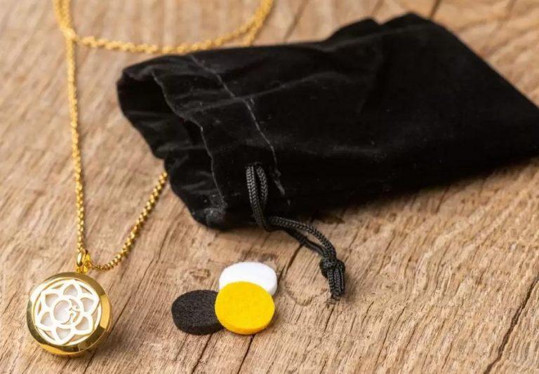 Read more about the article Collier parfumé, cadeau original et bien-être